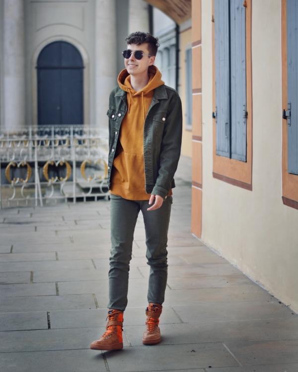 Outfit von Pierrefekt in Khaki und beige/Sandfarben