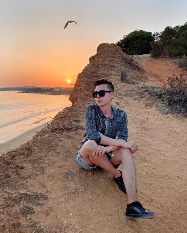 Sonnenuntergang auf Klippen in Portugal
