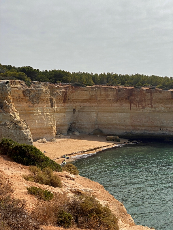 Versteckter Strand in Portugal