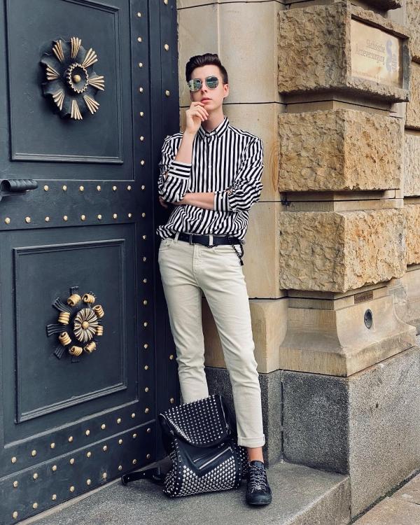 Outfit von modeblogger in schwarz/weiß und beige